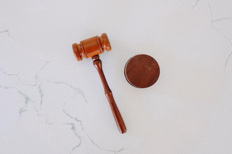 Przepisy i prawo