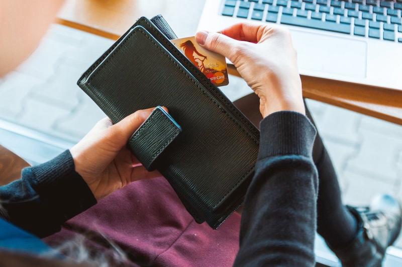 Portfel i karta płatnicza
