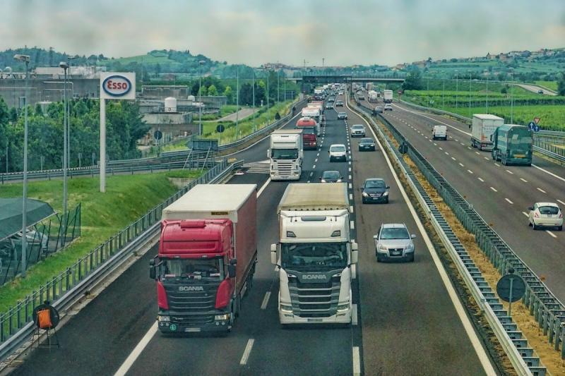 Ciężarówki transport drogowy