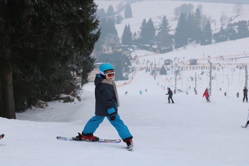 Dziecko na nartach