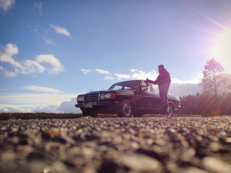 Mężczyzna i auto