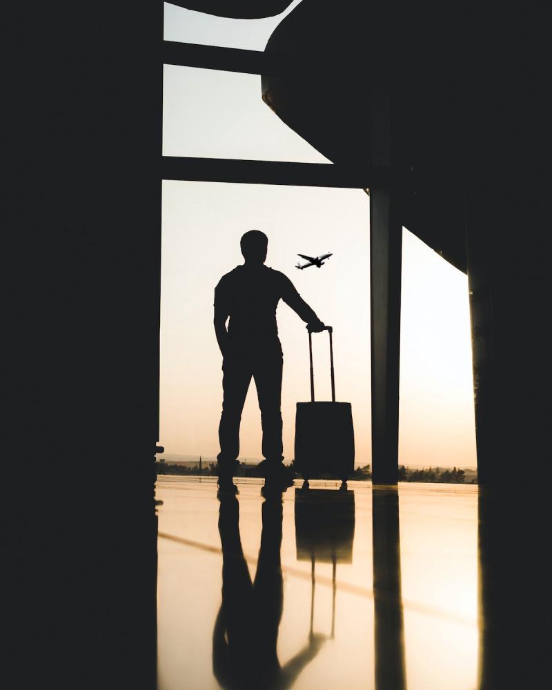Mężczyzna na lotnisku