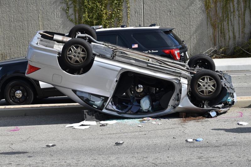 Wypadek - dachowanie auta