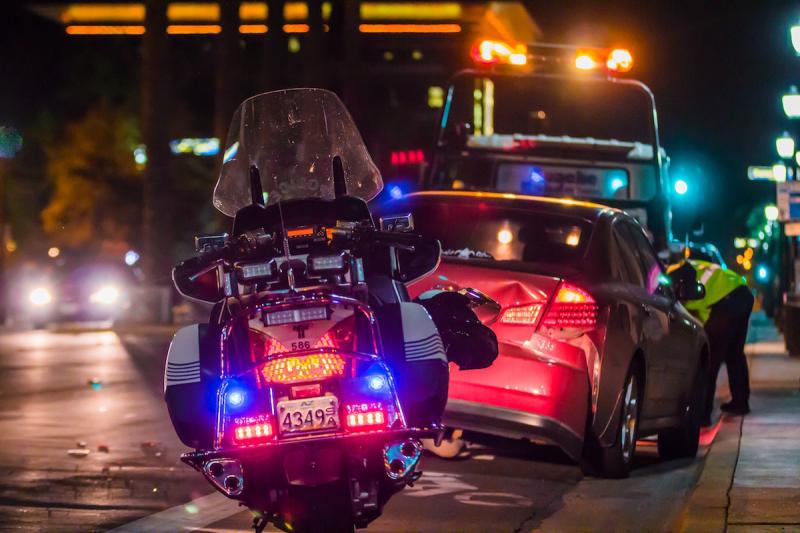 Wypadek drogowy - samochód i motocykl